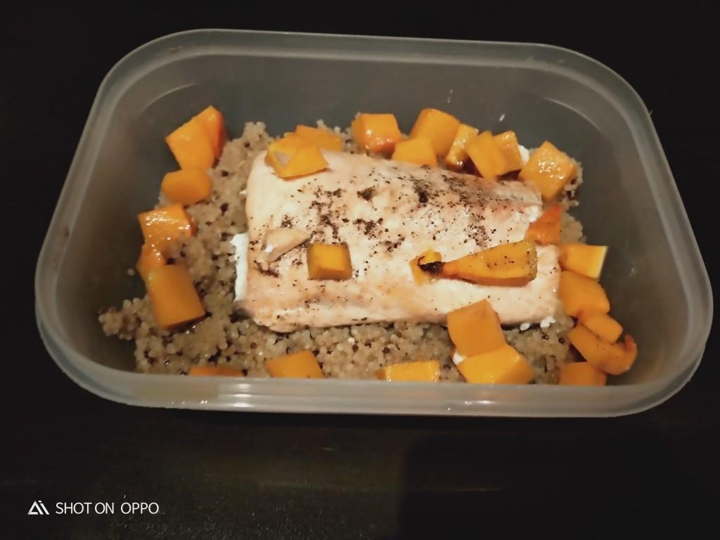 Salmón a la plancha con quinoa y calabaza